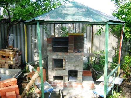 Этап строительства уличной печи коптильни